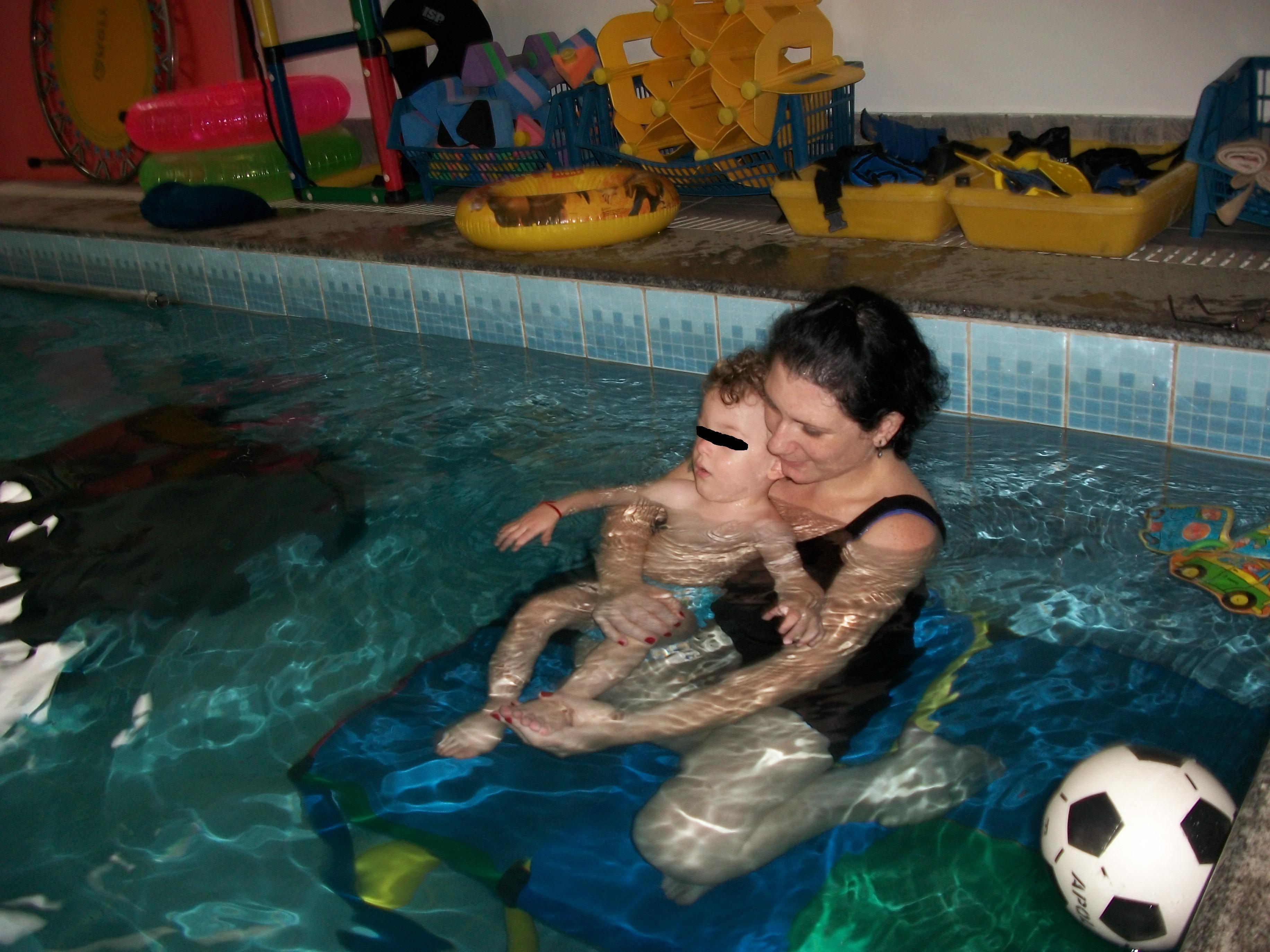 https://robertagiafarov.files.wordpress.com/2012/05/hidroterapia-em-crianc3a7a-com-pc-2.jpg